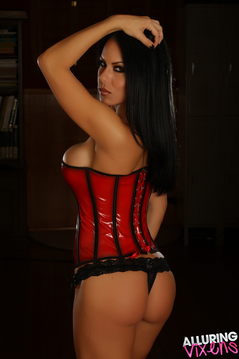 Alluring Vixens: Busty Alluring Vixen babe Jennifer teases in a tight corset and a black lace thong